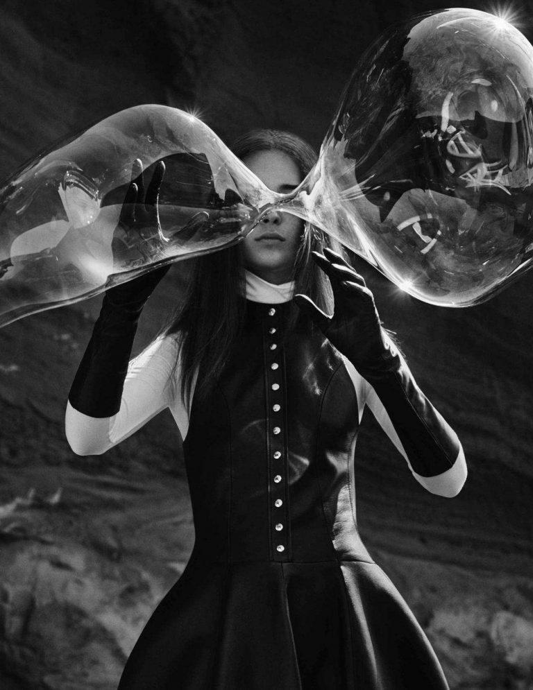 Julia-Bergshoeff-En-Tierra-Hostil-by-Txema-Yeste-Vogue-Spain-June-2018-8