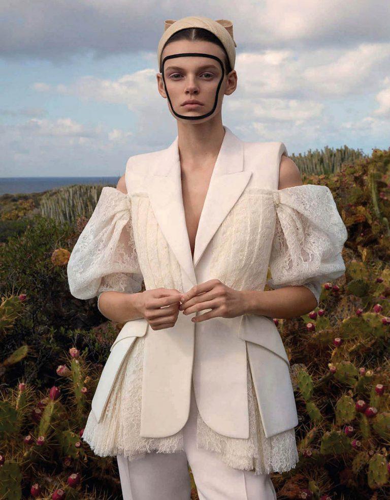 Cara-Taylor-covers-Vogue-China-May-2020-by-Camilla-Akrans-14