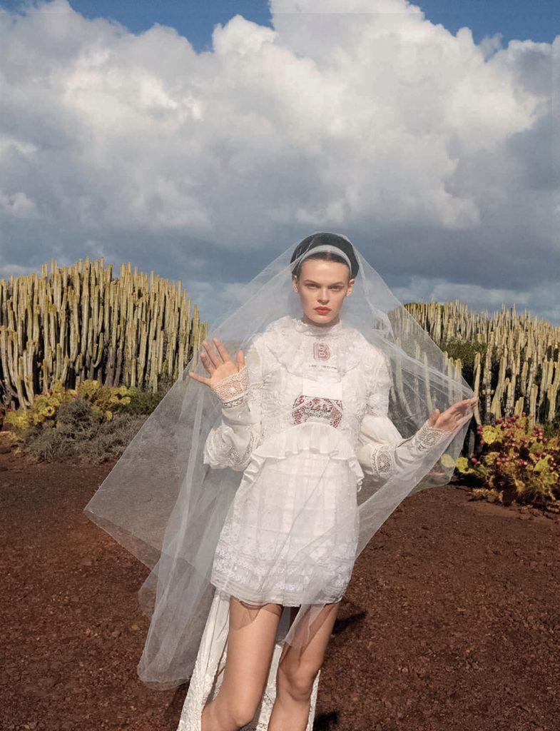 Cara-Taylor-covers-Vogue-China-May-2020-by-Camilla-Akrans-4
